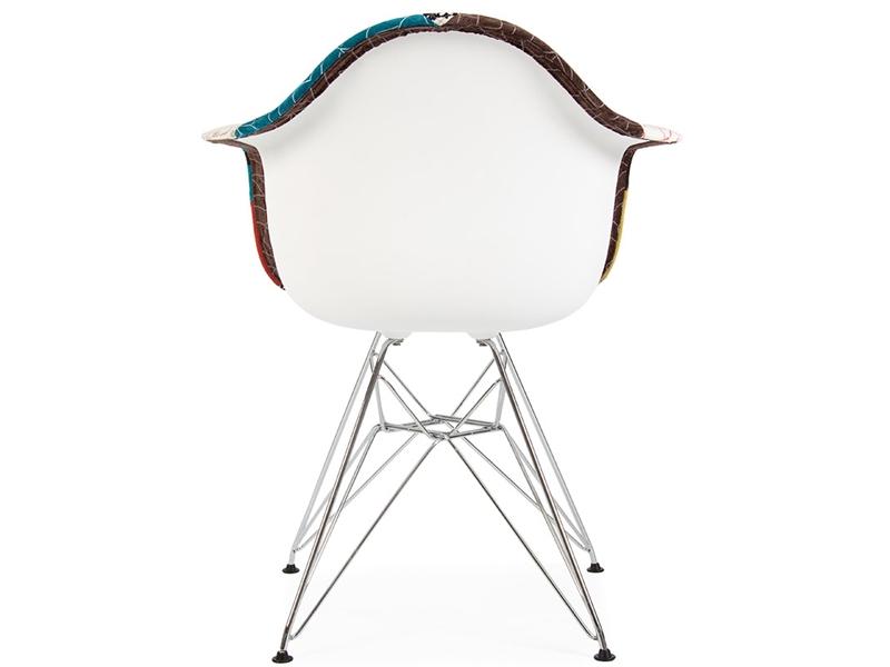 Chaise dar rembour e laine patchwork - Bar moderne a new york avec design en forme de bulle ...