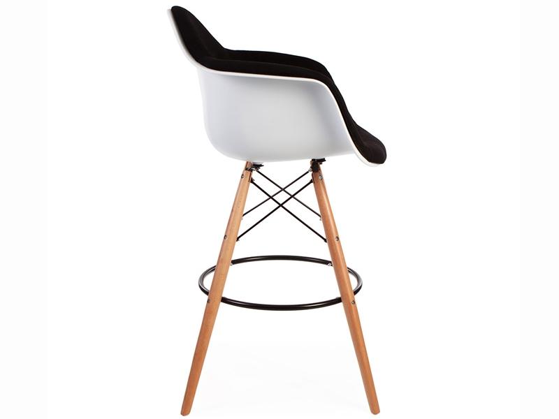 chaise de bar dab rembourr e noir. Black Bedroom Furniture Sets. Home Design Ideas