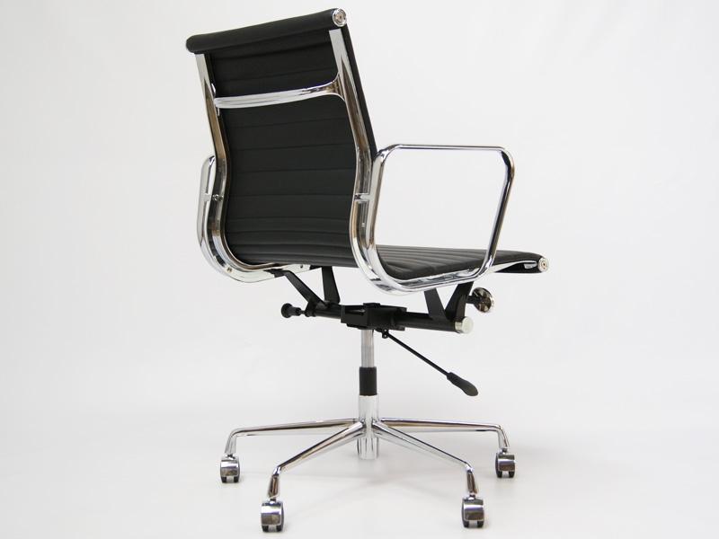 Chaise cuisine pvc avec des id es for Chaise facon eames