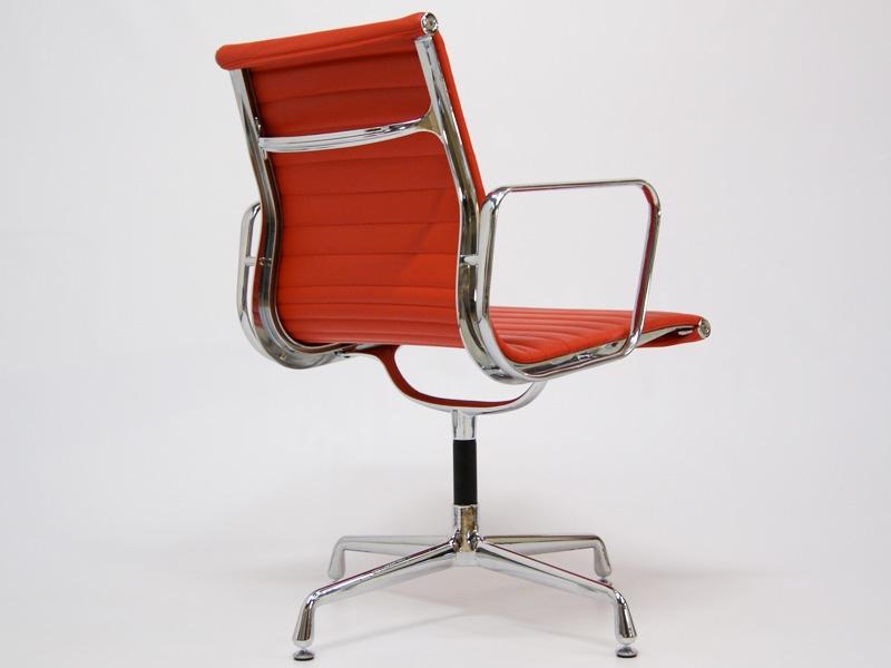Chaise visiteur ea108 rouge for Chaise visiteur