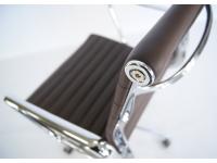 Image de l'article Chaise Eames Alu EA117 - Marron foncé
