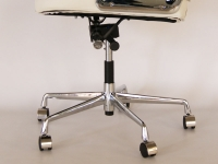 Image of the item Eames Lobby ES104 - Bianco