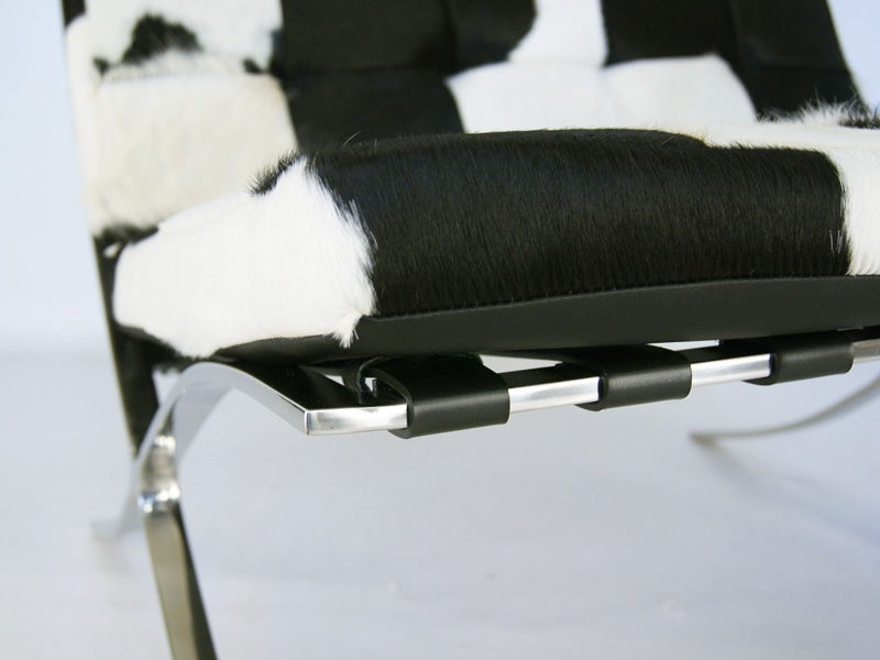 Image of the design chair Barcelona chair Pony - Black & white