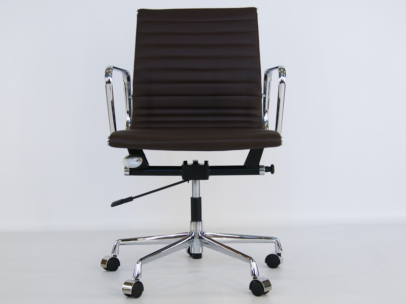 Image of the design chair Eames chair Alu EA117 - Dark brown