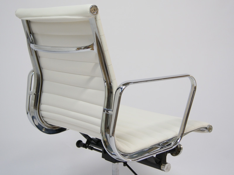 Image of the design chair Eames chair Alu EA117 - White