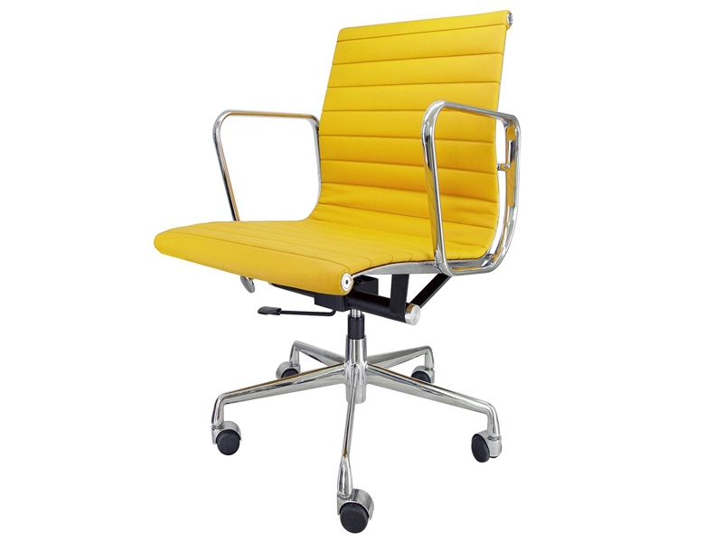 Image of the design chair Eames chair Alu EA117 - Yellow