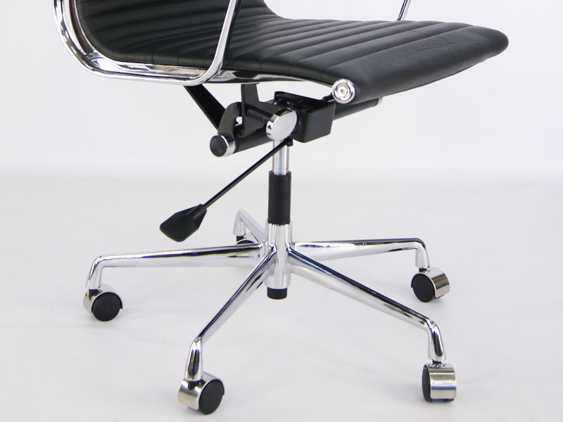 Image of the design chair Eames chair Alu EA119 - Black