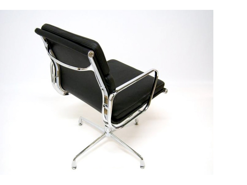 Image of the design chair Eames Soft Pad EA208 - Black