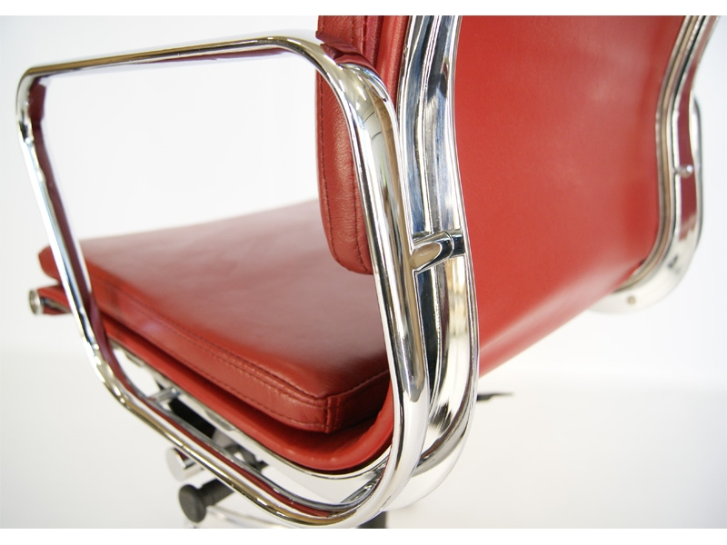 Image of the design chair Eames Soft Pad EA217 - Dark red