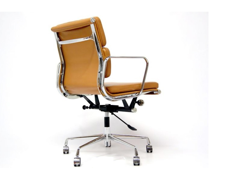 Image of the design chair Eames Soft Pad EA217 - Havana