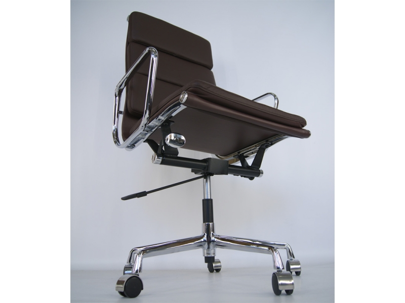 Image of the design chair Eames Soft Pad EA219 - Dark brown