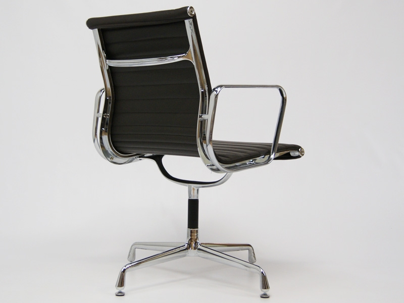 Image of the design chair Visitor chair EA108 - Dark brown