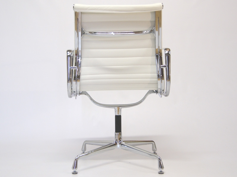 Image of the design chair Visitor chair EA108 - White