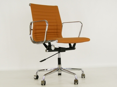 Image of the design chair Eames chair Alu EA117 - Havana