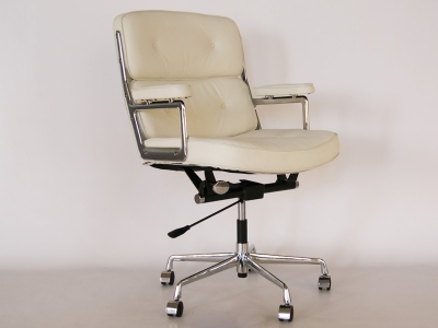 Image of the design chair Eames Lobby ES104 - White