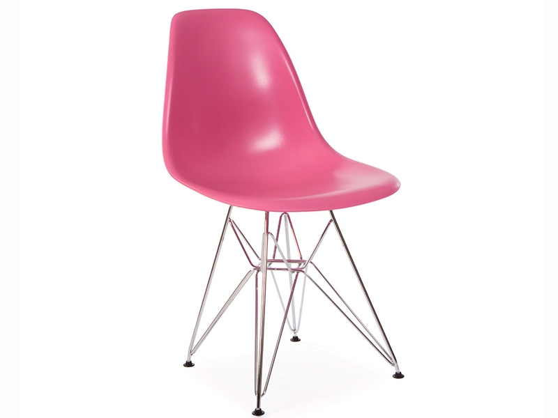 Image of the design furniture Eames table Contract and 4 chairs