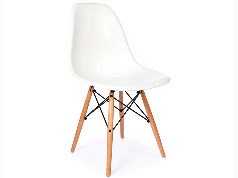 Image of the design furniture Side table Eames and 2 chairs