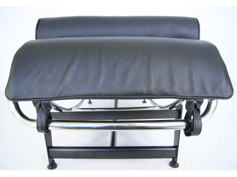 Image of the design lounge LC4 Daybed - Black