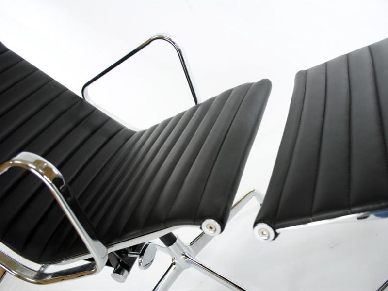 Lounge stuhl ea124 schwarz for Stuhl italienisch