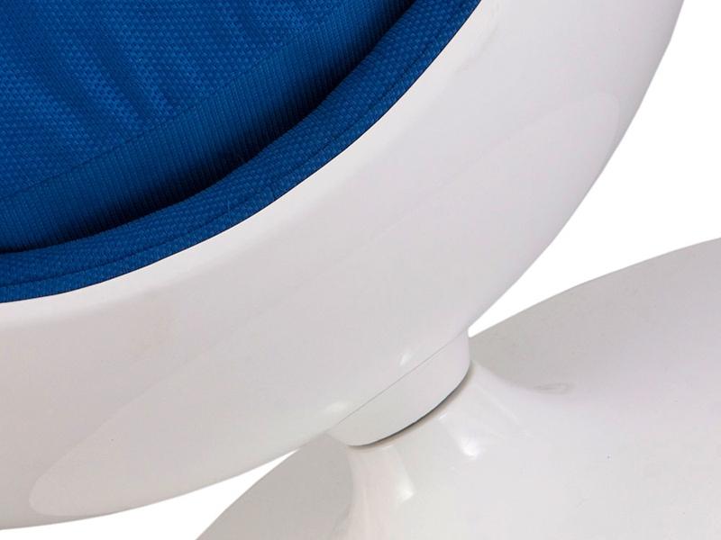 ovaler egg sessel blau. Black Bedroom Furniture Sets. Home Design Ideas
