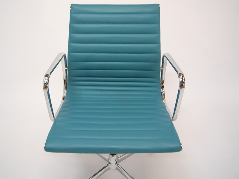 Bild von Stuhl-Design Besucherstuhl EA108 - Blau