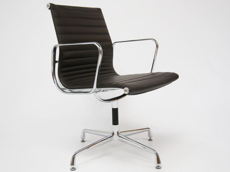 Bild von Stuhl-Design Besucherstuhl EA108 - Dunkelbraun