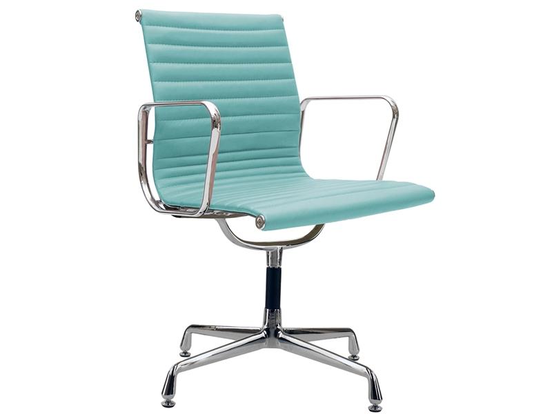 Bild von Stuhl-Design Besucherstuhl EA108 - Himmelblau