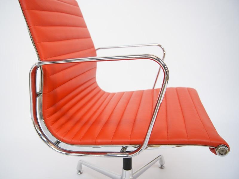 Bild von Stuhl-Design Besucherstuhl EA108 - Rot