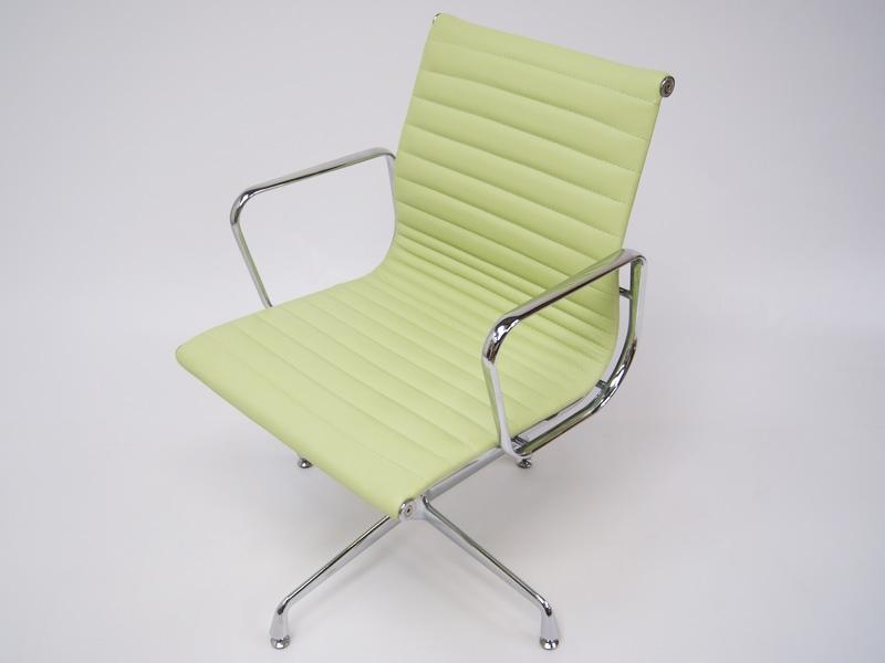 Bild von Stuhl-Design Besucherstuhl EA108 - Zitronengrün