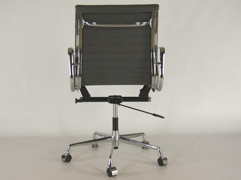 Bild von Stuhl-Design Eames Alu EA 117 - Grau