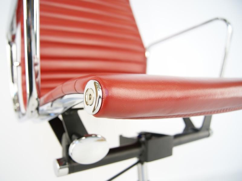 Bild von Stuhl-Design Eames Alu EA119 - Dunkelrot
