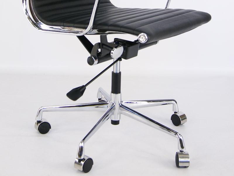 Bild von Stuhl-Design Eames Alu EA119 - Schwarz