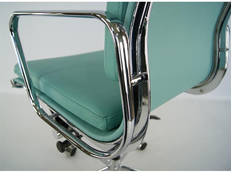 Bild von Stuhl-Design Eames Soft Pad EA217 - Himmelblau