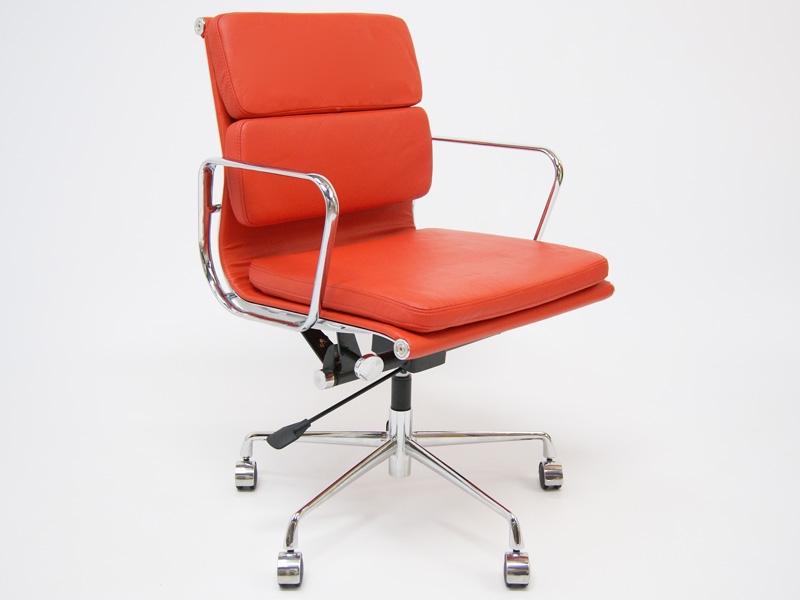 Bild von Stuhl-Design Eames Soft Pad EA217 - Rot