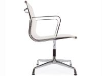 Bild von Stuhl-Design Besucherstuhl EA108 - Weiß