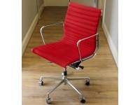 Bild von Stuhl-Design Eames Alu EA 117 - Rot