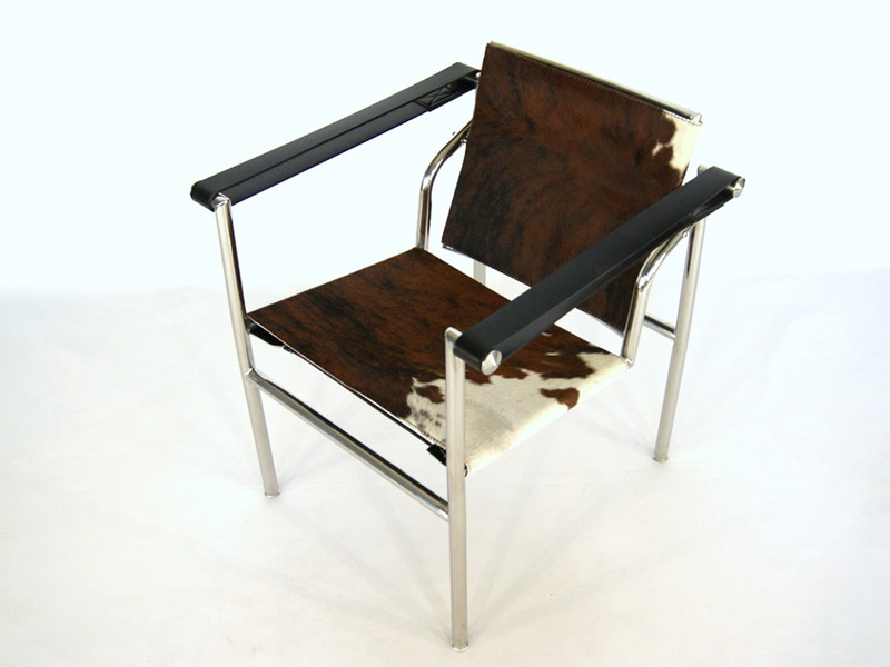 Chaise lc1 le corbusier pony marron - Fauteuil design le corbusier ...