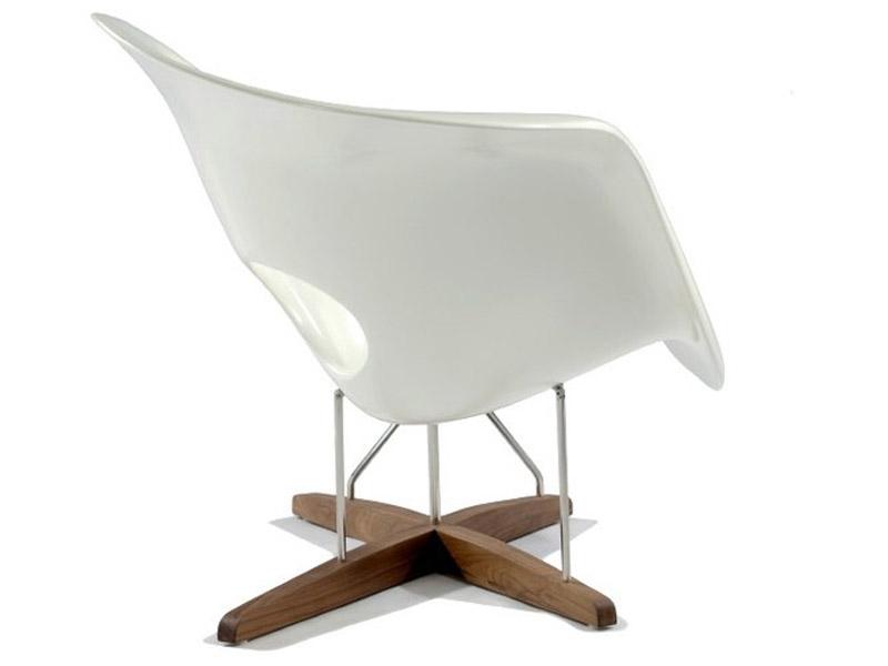Eames la chaise bianco for Fauteuil design eames