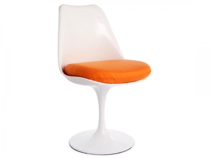 Image du mobilier design Table ovale Saarinen et 6 chaises