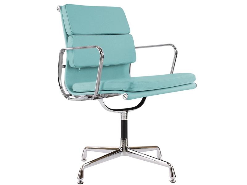 Image de la chaise design Eames Soft Pad EA208 - Azul cielo