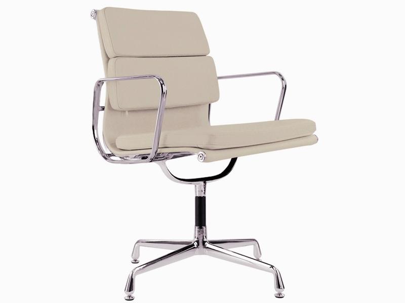 Image de la chaise design Eames Soft Pad EA208 - Beige