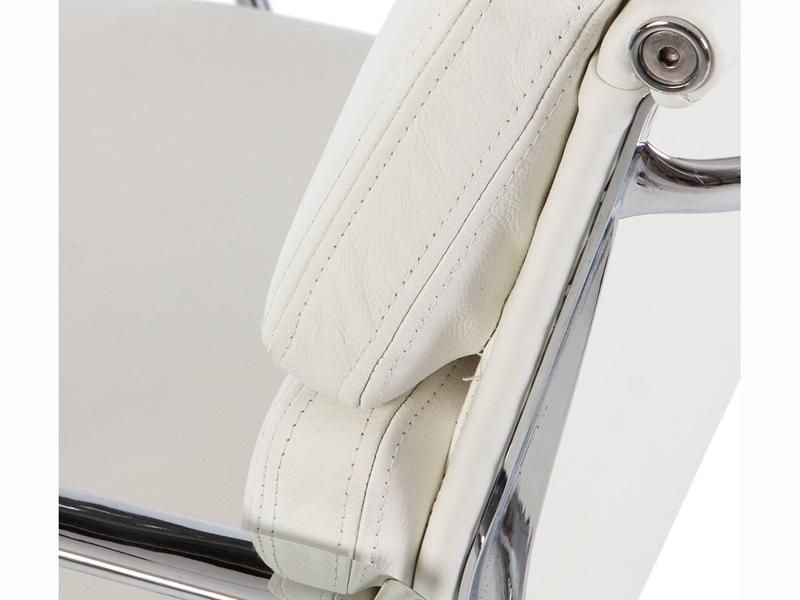 Image de la chaise design Eames Soft Pad EA208 - Blanco