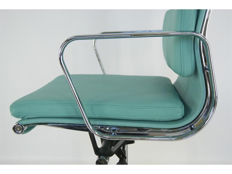 Image de la chaise design Eames Soft Pad EA217 - Azul cielo