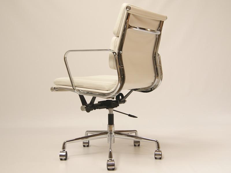 Image de la chaise design Eames Soft Pad EA217 - Blanco