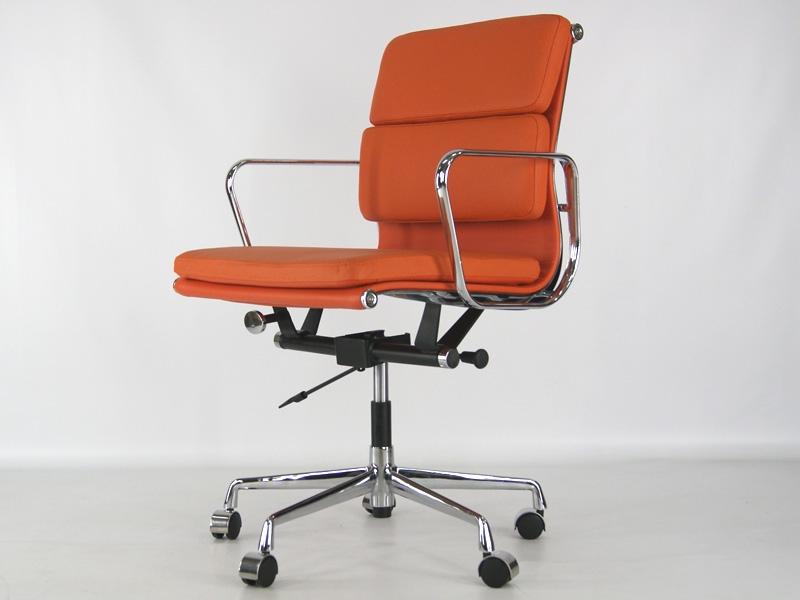 Image de la chaise design Eames Soft Pad EA217 - Naranja