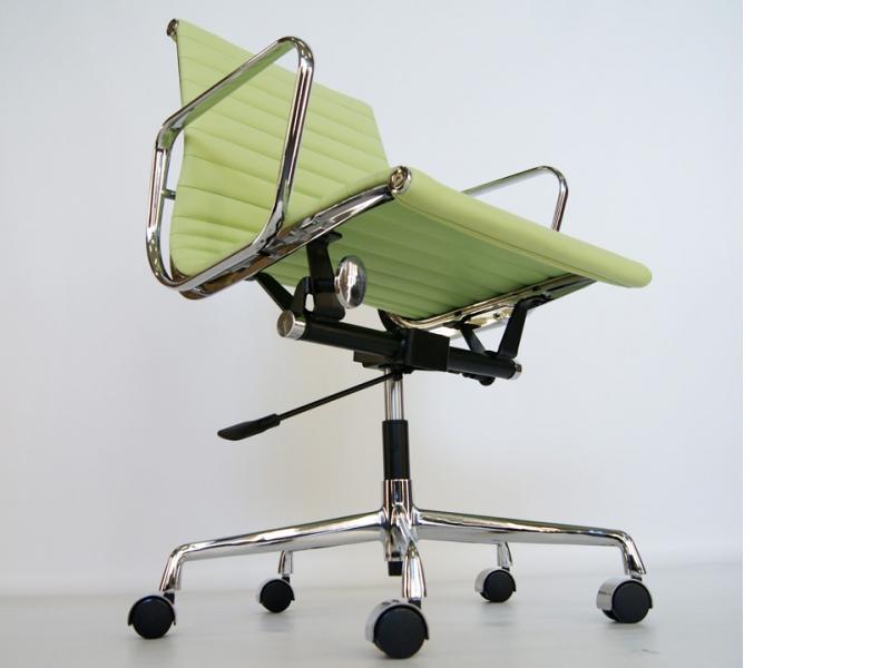 Image de la chaise design Silla Eames EA117 - Verde limón