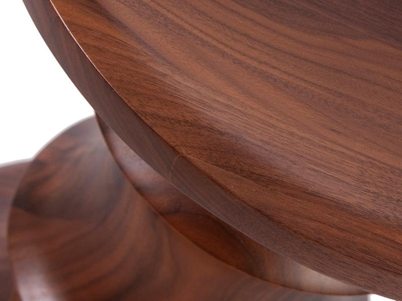 Image de la chaise design Taburete Eames Nogal - Versión C