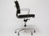 Image de la chaise design Eames Soft Pad EA217 - Marrón oscuro