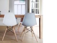 Image de la chaise design Silla Cosy Madera - Gris claro