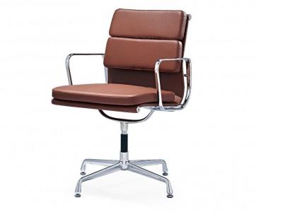 Image de la chaise design Eames Soft Pad EA208 - Cognac